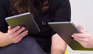 Hellobook diseña publicaciones digitales, startup instalada en La Terminal